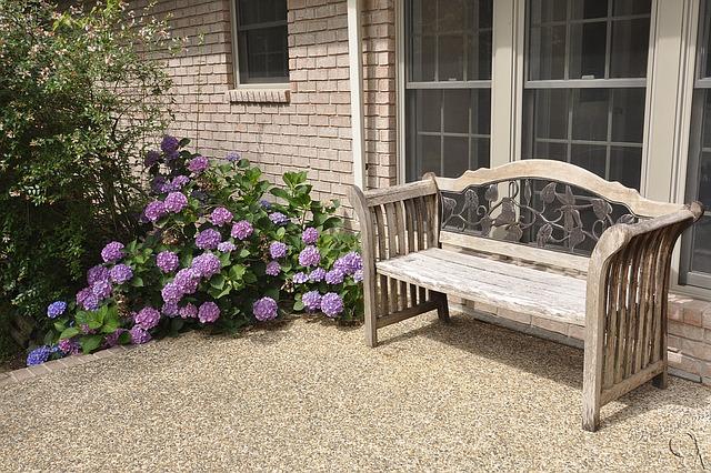 bench-1162938_640