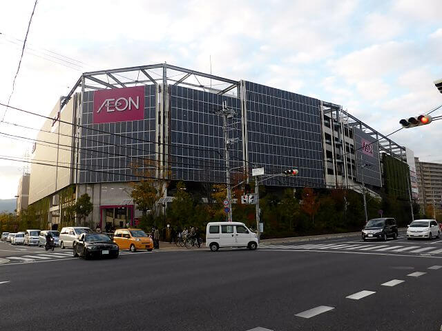 640px-Solar_panel_of_AEON_MALL_Itami-Koya_2