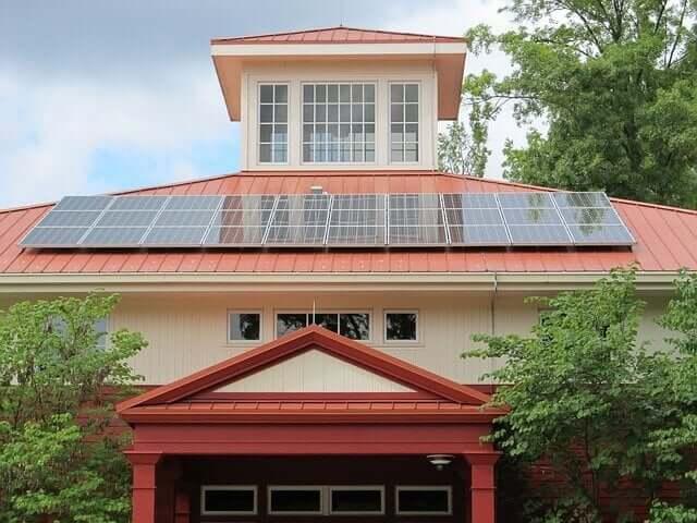 住宅用太陽光買取価格 29年度は1kWhあたり28円。来年度以降の価格も発表